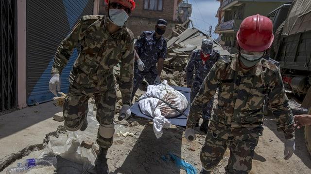 La pli gronda catastrofa è stada il terratrembel en il Nepal cun passa 9000 morts.