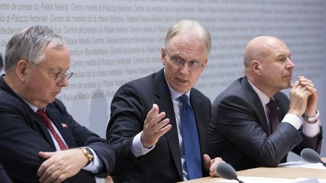 Gewerbverbandspräsident Jean-François Rime (SVP) und Direktor Hans-Ulrich Bigler (FDP). Daneben als Rime-Nachfolger nominierte Fabio Regazzi (CVP).