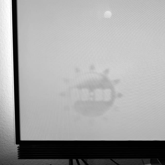 Foto eines Fernsehers mit Einbrennschaden