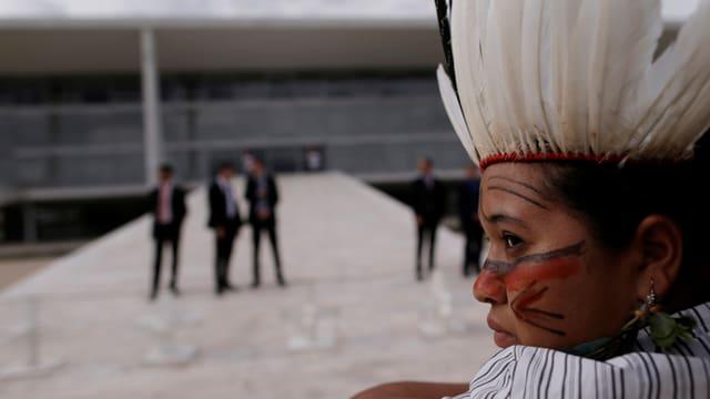 Angehörige des Stammes in Brasilaa