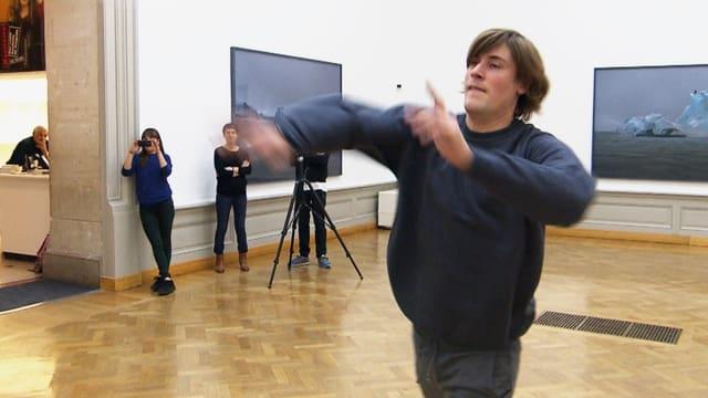 Video «Alles für die Kunst – 5 x 5 Jahre junge Schweizer Kunst» abspielen