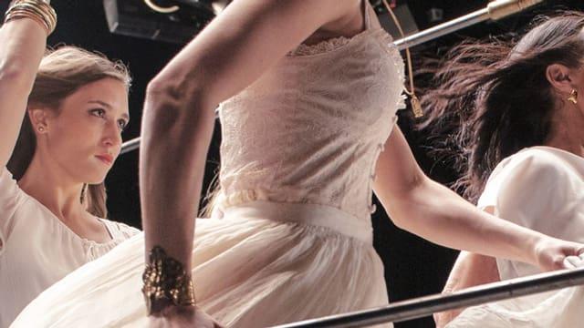 Frauen, die tanzen.