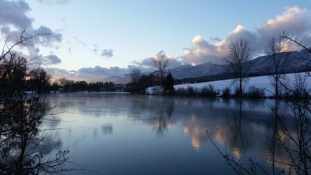 Winterlicher Flusslandschaft