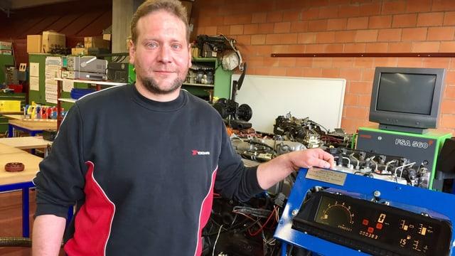 David Braun lässt sich in Weinfelden zum neuen Berufsbild als Fahrzeugrestaurator ausbilden.