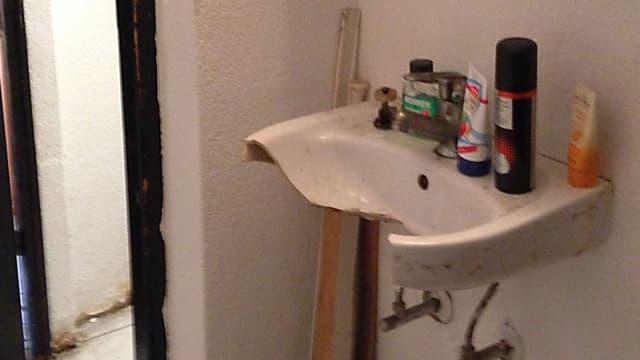 Alles kaputt und trotzdem hohe Miete: Badezimmer in einer der drei untersuchten Liegenschaften im Langstrassenquartier.