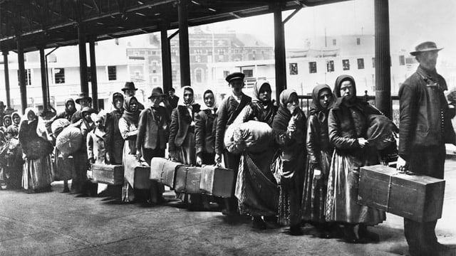 Einwanderer vor Ellis Island