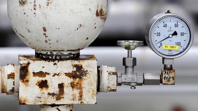 Ausschnitt aus Gasleitung, Messgerät.