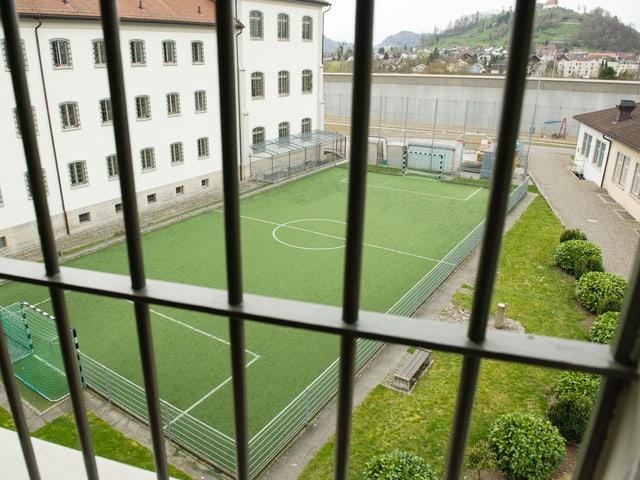 Blick auf das Fussballfeld.
