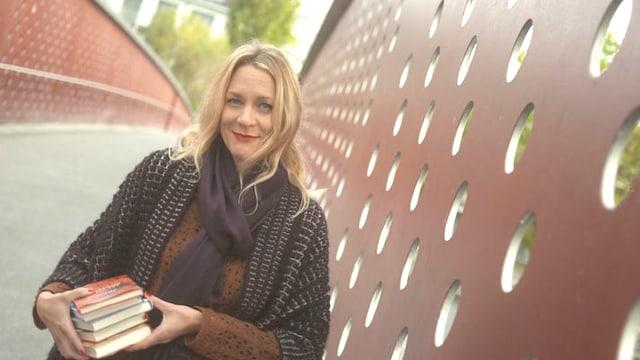 Video «Mit Eva Wannenmacher in der Büchersphäre» abspielen