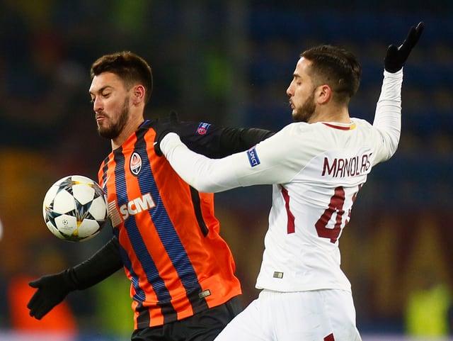Facundo Ferreyra ist vor Kostas Manolas am Ball.