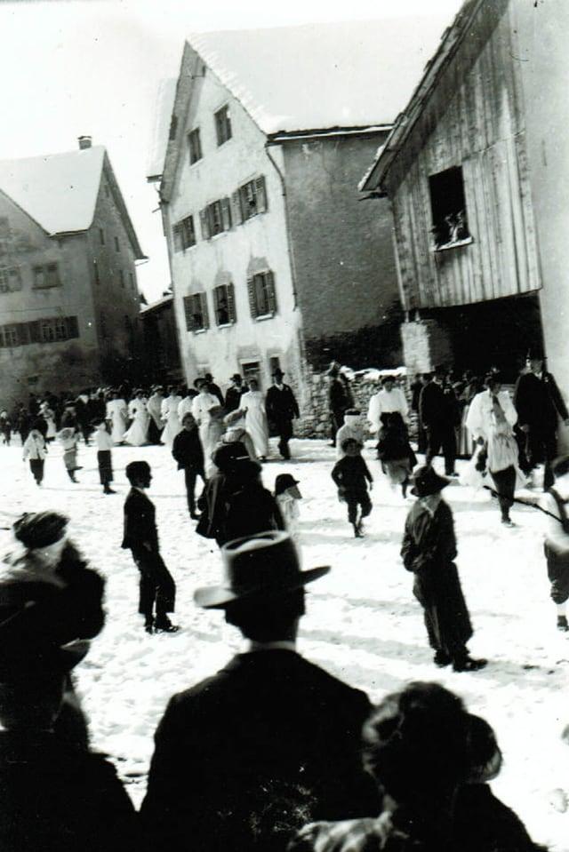 Il til da bagordas a Domat enturn 1908.