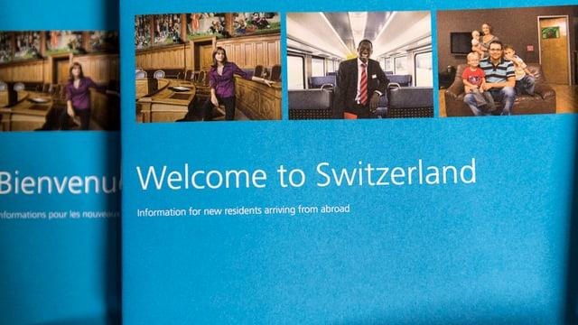 "broschura per novs immigrants cun si ""welcome to Switzerland"""