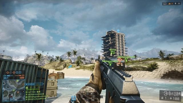 Blick vom Strand auf das Hotel.