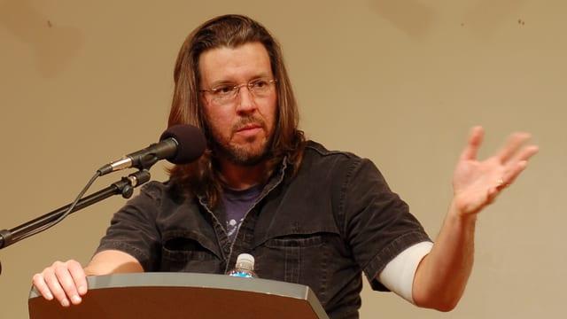 Wallace bei einem Vortrag 2006