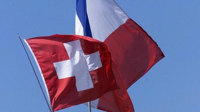 Schweizer und französische Flagge