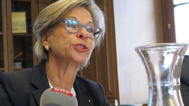 Regierungsrätin Rosmarie Widmer Gysel während der Medienkonferenz.