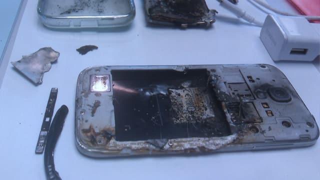 Geplatztes abgebranntes Handy