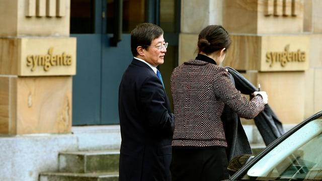 Der Vorsitzende von Chem China, Ren Jianxin, bei seiner Ankunft am Basler Hauptsitz von Syngenta.
