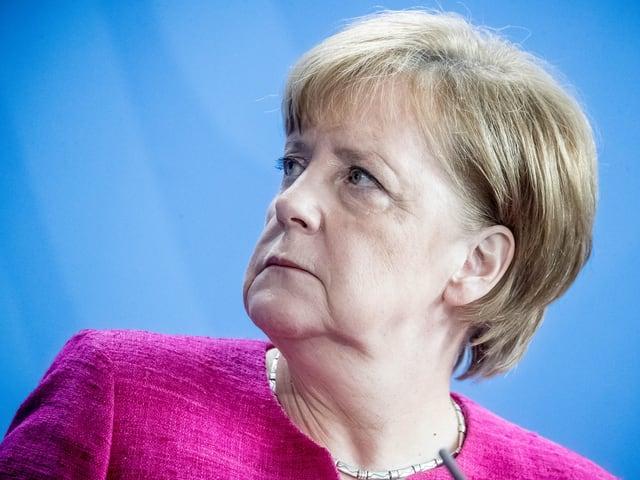 Merkel von der Seite.