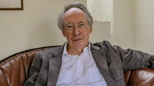 Ein Porträt von Autor Ian McEwan.