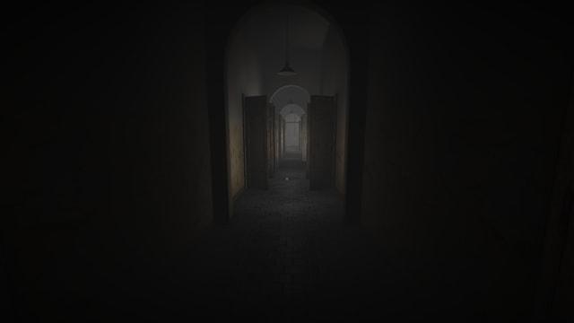 Ein langer Gang mit offenen Türen links und rechts.