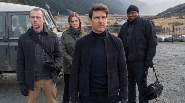 Auf dem Bild sind Tom Cruise und seine Crew zu sehen.