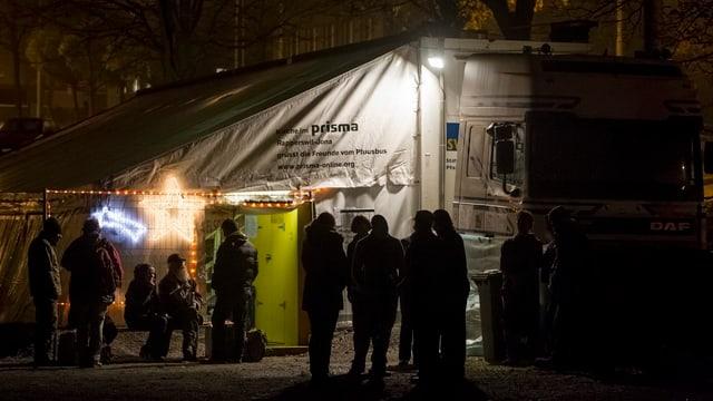 Nachtaufnahme vom Pfuusbus von Pfarrer Ernst Sieber in Zürich