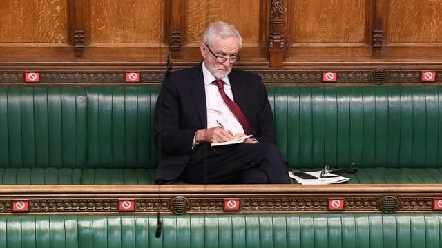 Ex-Labour-Chef Jeremy Corbyn fliegt aus Partei
