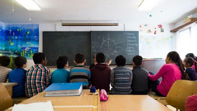 La «Caritas pretenda dapli daners per ils fugitivs minorens.