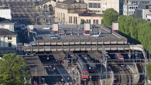 Blick auf das Winterthurer Parkdeck über dem Hauptbahnhof.