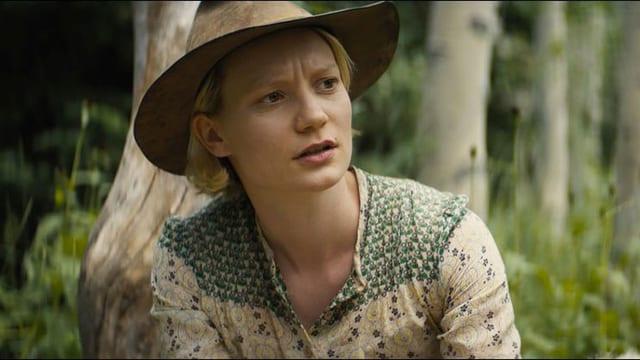 Mia Wasikowska mit Hut.