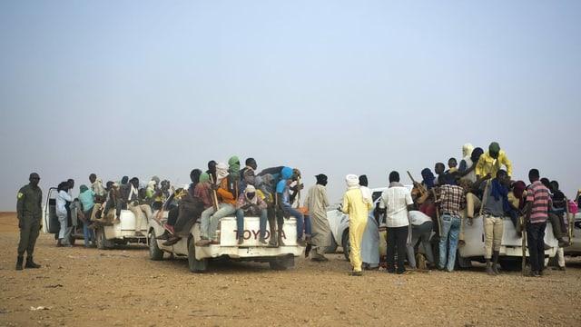 Migranten auf Fahrzeugen