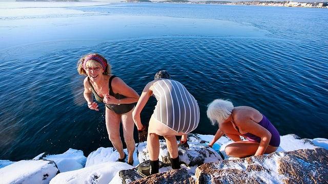 Frauen bei einem Bad im Oslofjord