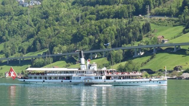 Dampfschiff «Uri» in voller Fahrt