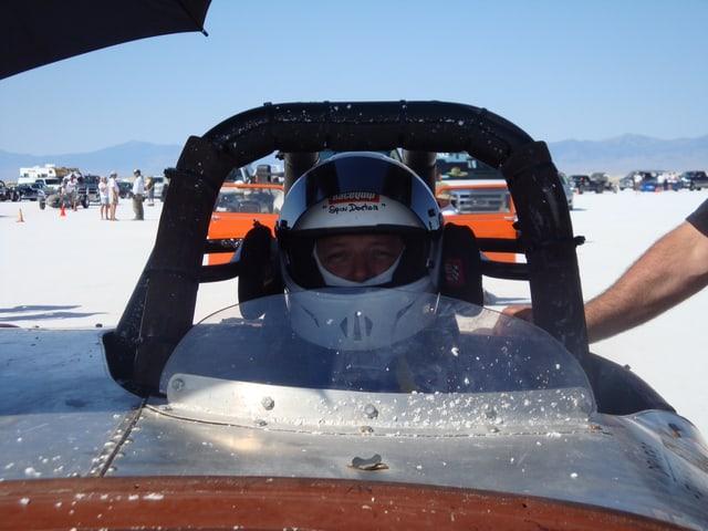 Für die Läufe mit bis zu 300 km/h nutzt man Hot Rods mit eine Spezialgestell für die Sicherung des Fahrers.