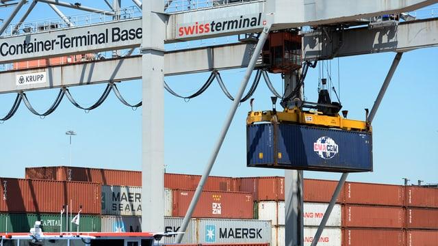 Il terminal da containers al port dal Rain a Basilea.