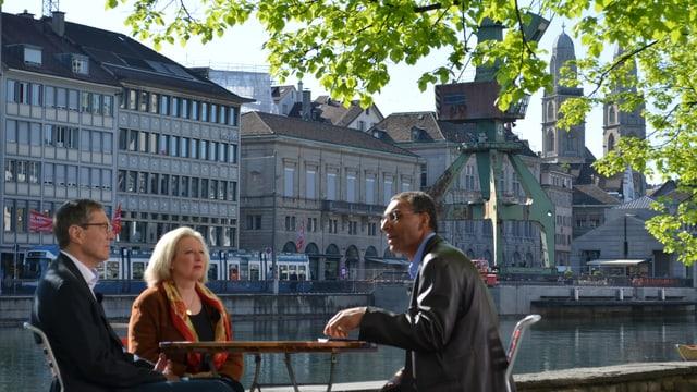 Debatte am Tatort: Alt-Stadtrat Martin Waser, Kunstexpertin Sibylle Omlin und Bernard Senn.