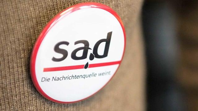 Button mit Aufschrift «Sad, die Nachrichtenquelle weint»