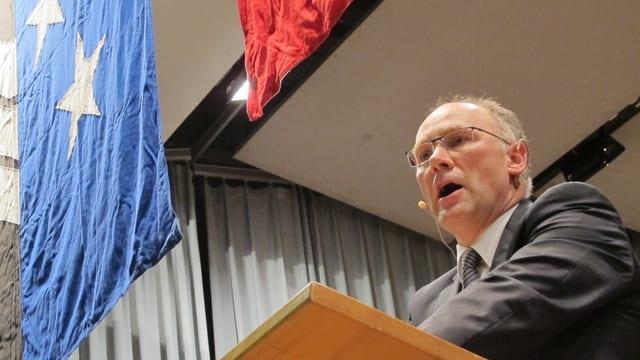 Hansjörg Knecht an der Nominationsversammlung der SVP Aargau 2014 in Muhen.