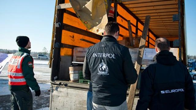 Fedpol- und Europol-Polizisten haben 135 Tonnen potenziell gefährlicher Lebensmittel sicher gestellt.