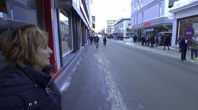 Esther Heldstab blickt auf die Passage in Davos.