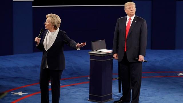 Zu sehen sind Hillary Clinton und Donald Trump.