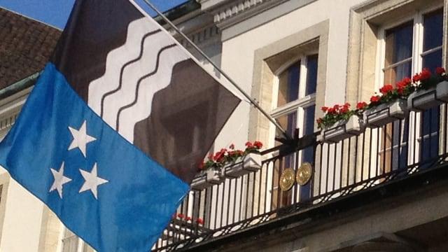 Aargauer Flagge am Regierungsgebäude in Aarau