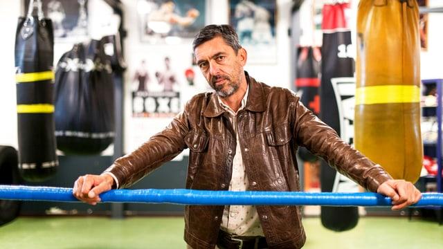 Nicolas Wadimoff in einem Boxring.