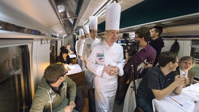 Kochnationalmannschaft in einem Zug der SBB
