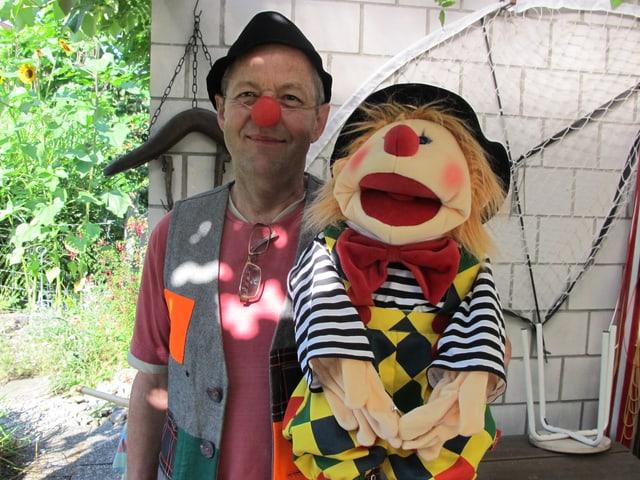 Clown und Puppe