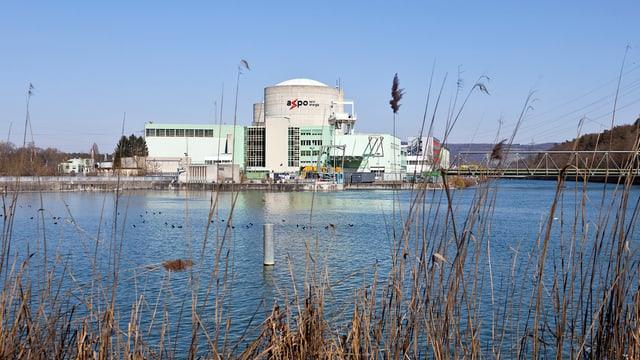 Ein Atomkraftwerk von aussen