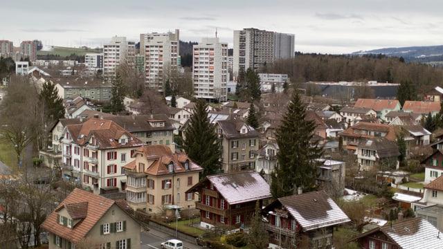 Blick auf Häuser im Berner Westen.