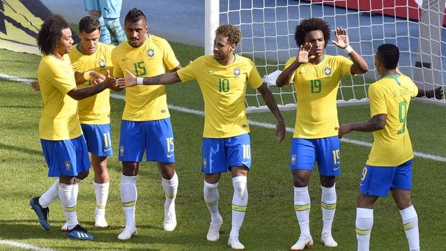 Giugaders da la Brasilia sin la plazza da ballape.