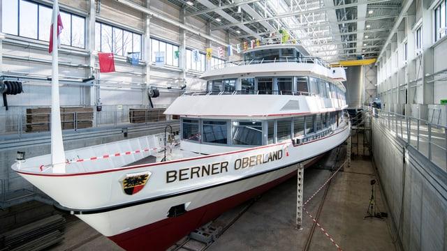 Die MS «Berner Oberland» in der neuen Werfthalle der BLS Schifffahrt Thunersee im Frühling 2018.